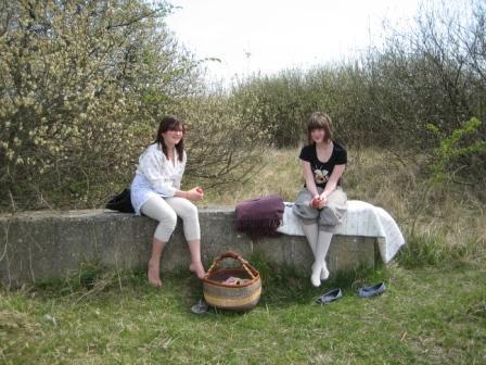 Forårs-picnic i Tippens fredfyldte natur.